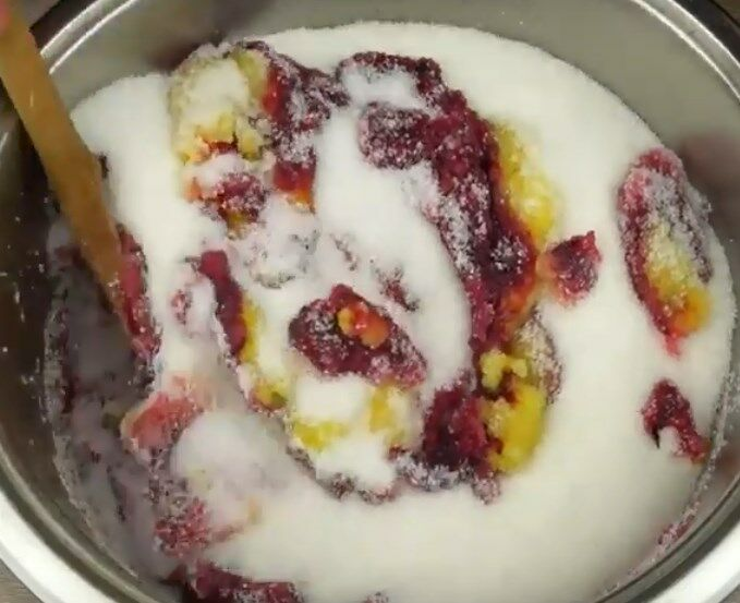 Варенье из черной смородины целыми ягодами