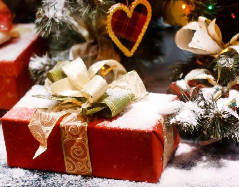 Подарки на Новый Год 2021 — лучшие идеи новогодних подарков